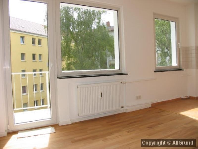 Küche mit Balkonaustritt