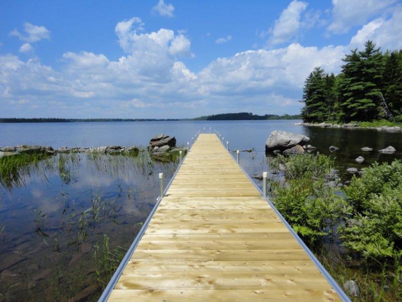 Nova Scotia Canada: Idyllic Land with lake shore on Lake Minamkeak