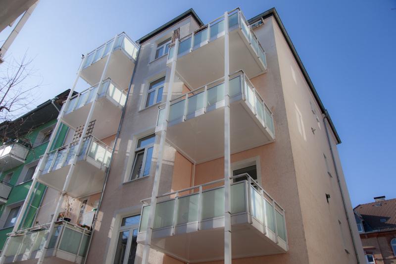 Rückseite mit Balkonen